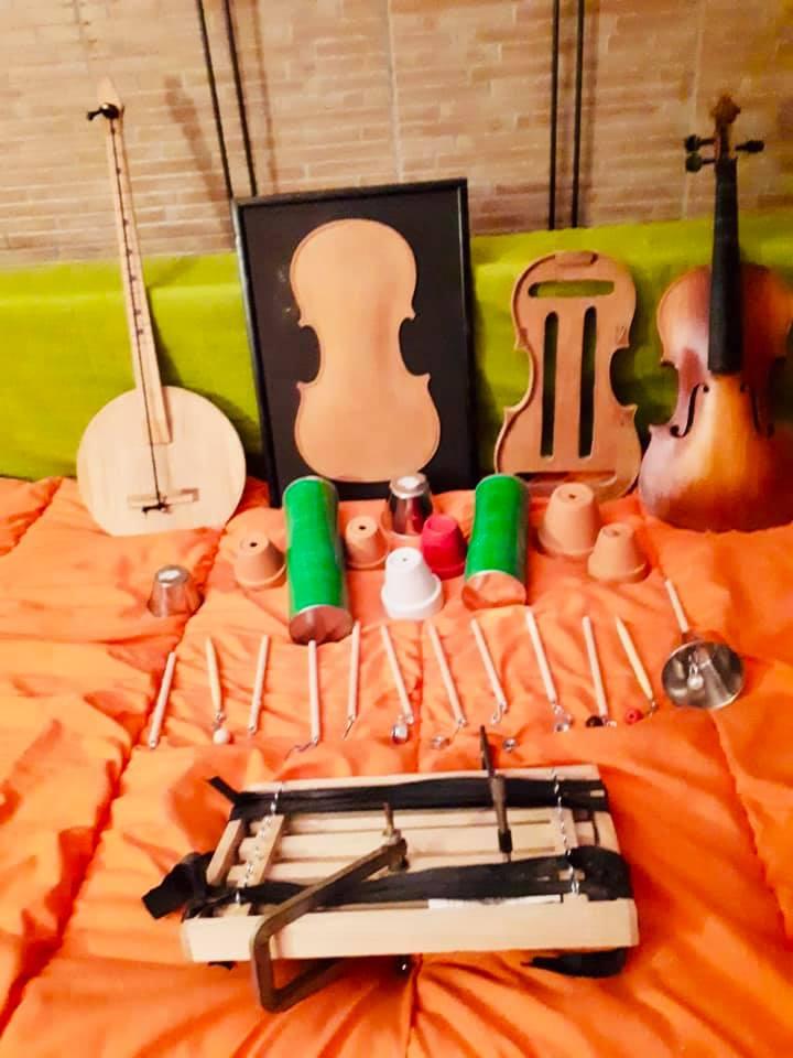 Taller de luthería con Sorkunde Imaz en el Campamento Semana Santa de El Molino de Las Letras, Escuela de Música y otras Artes en el centro de Madrid